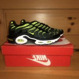 Nike Men's Air Max Plus 852630-036 Black and Volt Running Sh